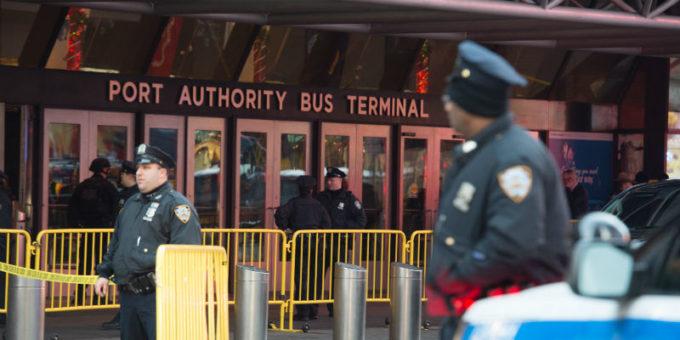 Il tentato attacco alla stazione degli autobus di New York