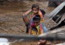 Più di 100 persone sono morte per una tempesta tropicale nelle Filippine