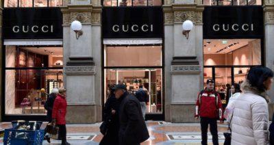 Gucci ha confermato che la polizia ha perquisito i suoi uffici di Milano per presunta evasione fiscale