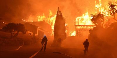Le foto dei grandi incendi nel sud della California