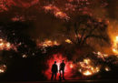 Continuano i grandi incendi in California