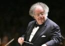Il Metropolitan Opera House di New York ha sospeso il famoso direttore d'orchestra James Levine, accusato di molestie
