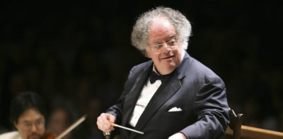 Il Metropolitan Opera House di New York ha licenziato il famoso direttore d'orchestra James Levine, accusato di molestie