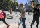 I violenti scontri tra manifestanti e polizia a Buenos Aires