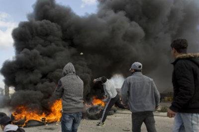 Almeno 17 palestinesi sono stati feriti in Cisgiordania e nella Striscia di Gaza durante manifestazioni e proteste