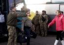 In Ucraina è in corso il più grande scambio di prigionieri dall'inizio della guerra, nel 2014, tra ribelli filo-russi e governo ucraino