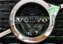 La casa automobilistica cinese Geely, proprietaria di Volvo Cars, comprerà l'8,2 per cento di Volvo Group