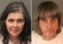 In California due genitori sono stati arrestati perché da anni tenevano i 13 figli prigionieri e denutriti