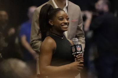 Simone Biles ha raccontato di essere stata abusata sessualmente dall'ex medico della nazionale USA di ginnastica Larry Nassar