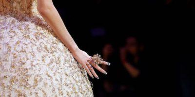 L'haute couture a Parigi è fatta di piume