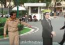 Il primo ministro della Thailandia ha un metodo imbattibile per sfuggire alle domande dei giornalisti