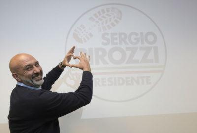 Sergio Pirozzi, sindaco di Amatrice e candidato presidente della regione Lazio, è indagato per omicidio colposo nell'indagine sul crollo di una palazzina