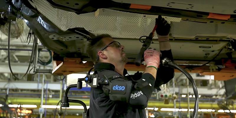 Gli esoscheletri per lavorare in fabbrica - Il Post