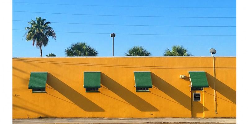 I muri colorati e il cielo blu della florida il post for Muri colorati moderni
