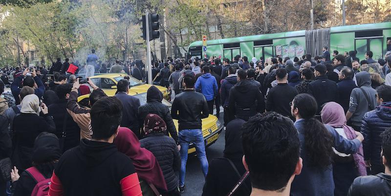 Iran: manifestazioni pro regime in varie città