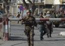 Il numero delle persone morte nell'attacco di ieri a Kabul è salito a 103