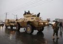Un gruppo di uomini armati ha attaccato i soldati di guardia vicino all'accademia militare di Kabul, in Afghanistan