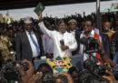 In Kenya il leader dell'opposizione sta facendo finta di aver vinto le elezioni