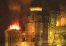 L'incendio al tetto della Sacra di San Michele
