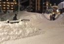 Una slavina ha colpito un condominio a Sestriere, mentre in Valle d'Aosta molte strade sono state chiuse per la neve