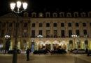 Cinque ladri armati hanno svaligiato la gioielleria dell'hotel Ritz a Parigi
