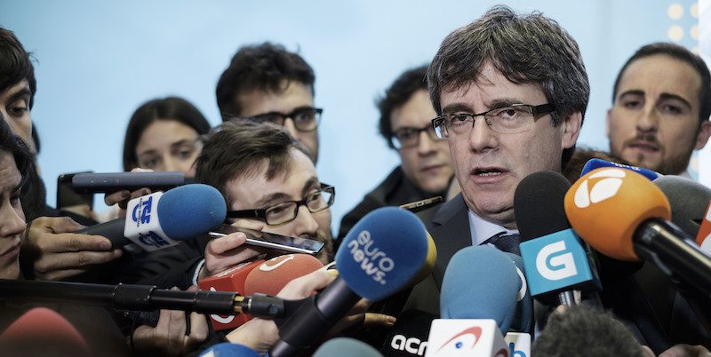 Puigdemont chiede l'immunità per l'investitura