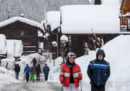Circa 13mila persone sono rimaste bloccate a Zermatt, località sciistica in Svizzera, a causa delle forti nevicate