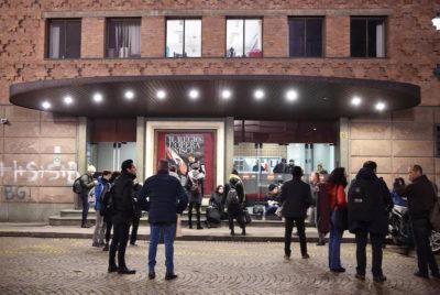 Torino, crolla una scena della Turandot: 2 coristi feriti