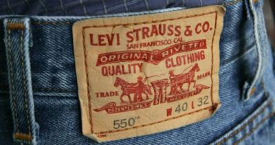 Levi Strauss userà robot per rifinire i jeans, al posto degli operai