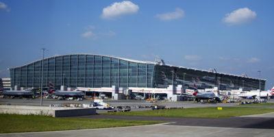 C'è stato uno scontro tra due veicoli sulla pista dell'aeroporto londinese di Heathrow: alcuni aerei sono stati evacuati