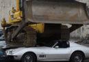 Nelle Filippine hanno distrutto 30 auto di lusso, sequestrate in un'operazione contro la corruzione