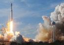 Le foto del primo lancio del Falcon Heavy