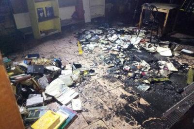 """Stanotte qualcuno è entrato nel centro sociale di Brescia """"Magazzino 47"""" e ha appiccato un incendio"""