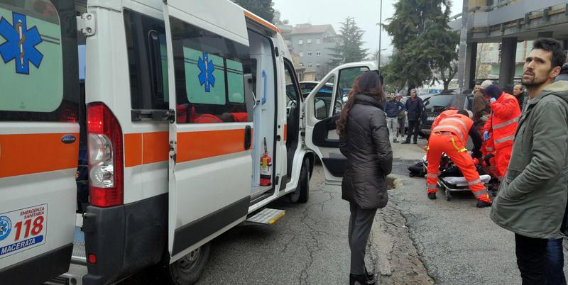 Sparatoria a Macerata, feriti quattro stranieri. Fermato un italiano