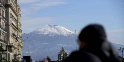 Le foto della neve a Napoli