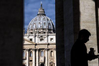 Il Tribunale Vaticano ha condannato monsignor Carlo Alberto Capella a cinque anni di carcere per detenzione e trasmissione di materiale pedopornografico