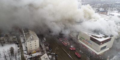 Fiamme in un centro commerciale della Siberia: 64 morti
