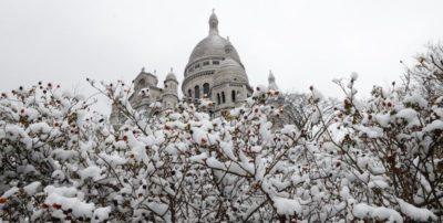 Foto di primavera e neve a Parigi