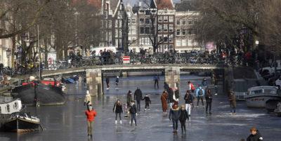 Ad Amsterdam si pattina sui canali