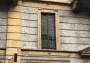 Una vecchia alla finestra