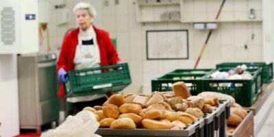Un'organizzazione benefica in Germania ha smesso di dare cibo gratuito ai migranti