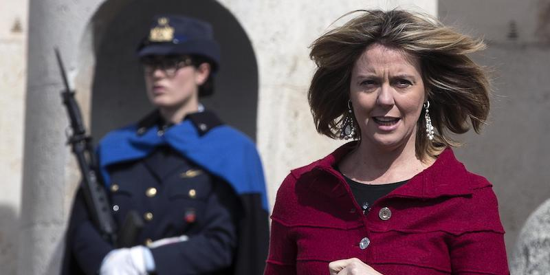 Modena, la gaffe di Beatrice Lorenzin davanti al sindaco:
