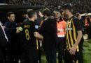 Il governo greco ha sospeso il campionato di calcio nazionale per i disordini in PAOK Salonicco-AEK Atene