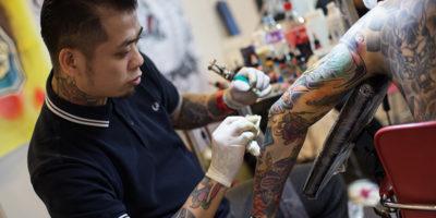 Ci sono cellule che mangiano, rigurgitano e rimangiano i tatuaggi
