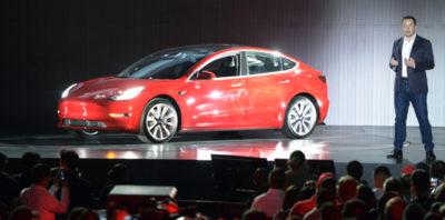 Tesla sospenderà per qualche giorno la produzione della Model 3 per riorganizzare la sua fabbrica in California