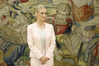 La governatrice di Madrid sorpresa a rubare cosmetici: