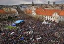 Almeno 45 mila persone hanno manifestato in Slovacchia per chiedere le dimissioni del capo della polizia