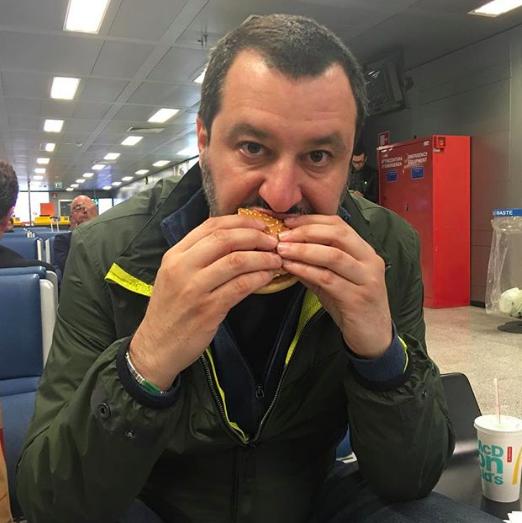 Risultati immagini per salvini hamburger