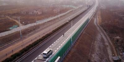 In Cina sperimentano una strada che ricarica le auto elettriche