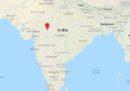 Almeno 10 persone sono morte nel crollo di un albergo a Indore, in India